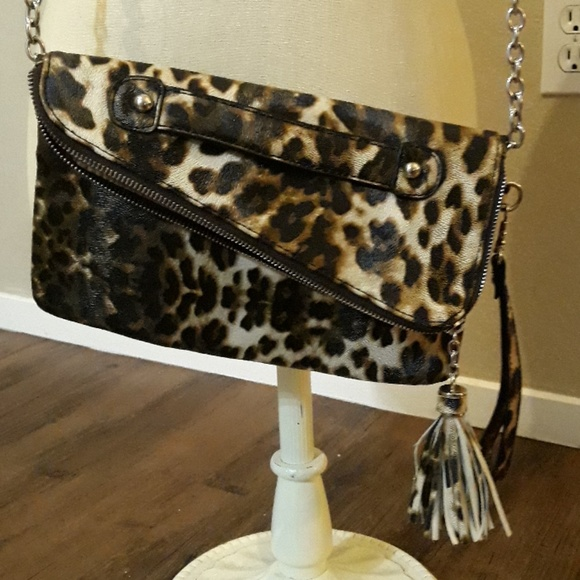 Nine West Handbags - Nine West messenger style purse